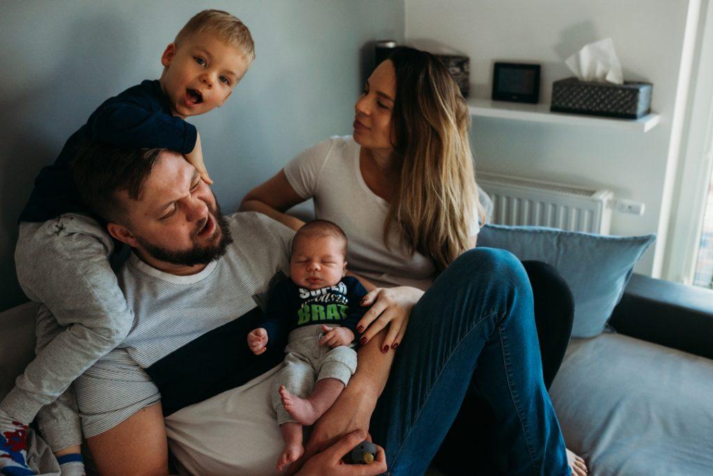 rodzinna sesja w domu