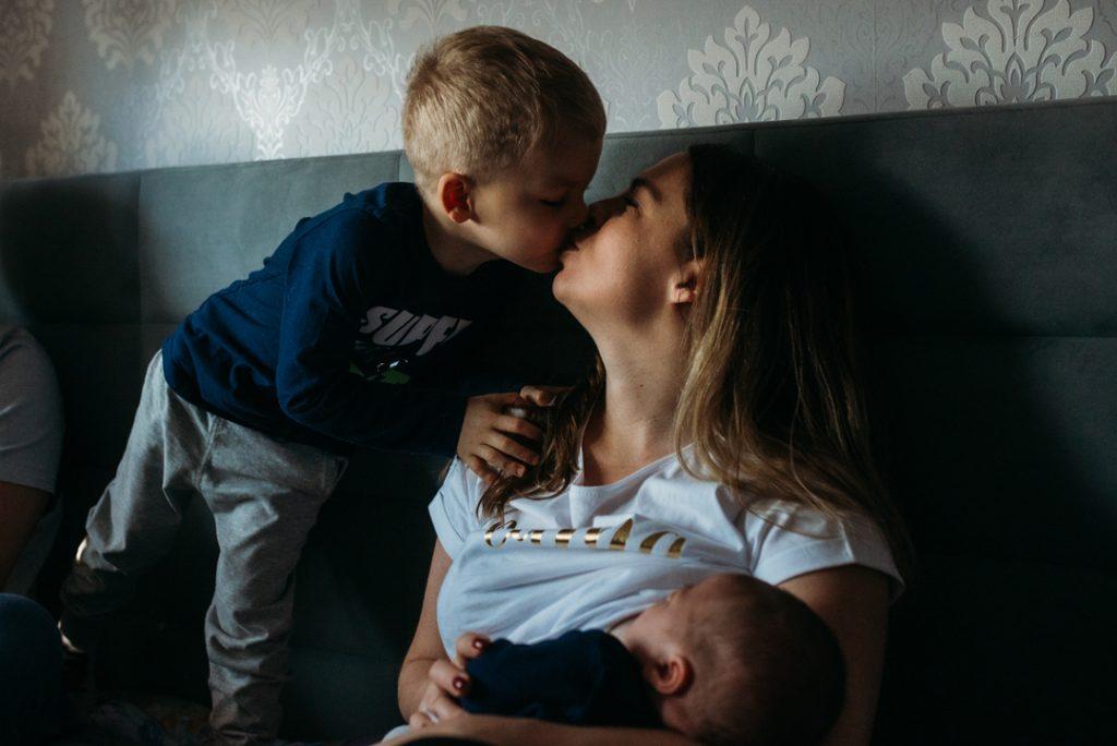 zdjęcie rodzinne mama z synami