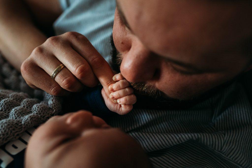 tata i syn podczas sesji zdjęciowej
