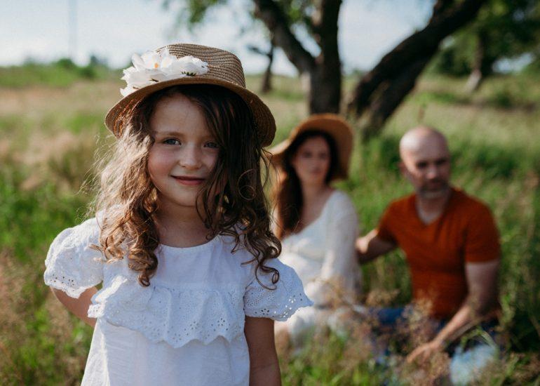 zdjęcia rodzinne w sadzie