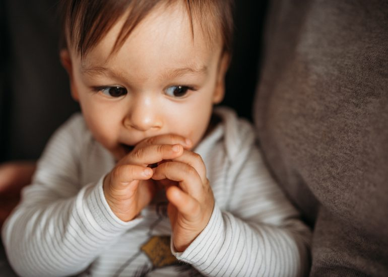 zbliżenie na rączki dziecka