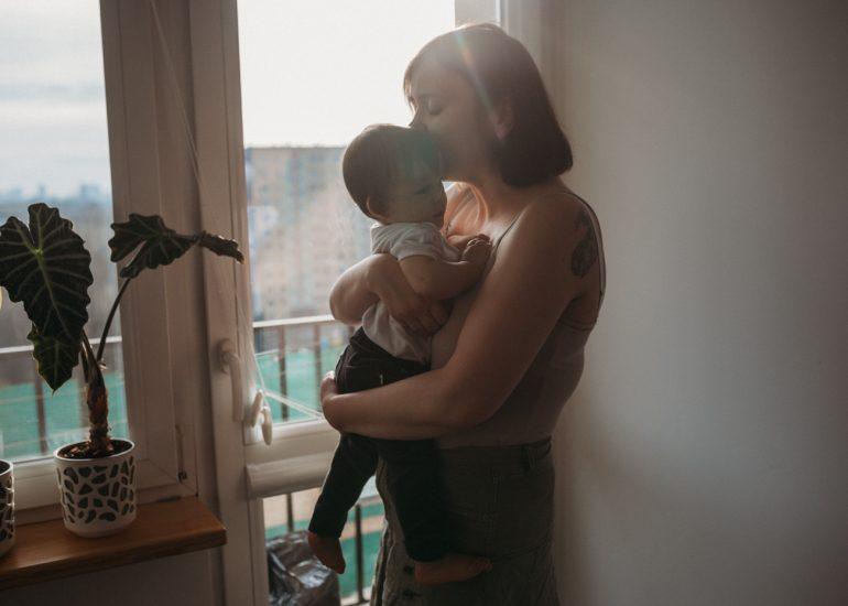 mama z synem zdjęcie z sesji rodzinnej Łódź